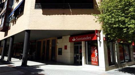 Banco Santander ofrece prejubilaciones desde los 55 años y ...