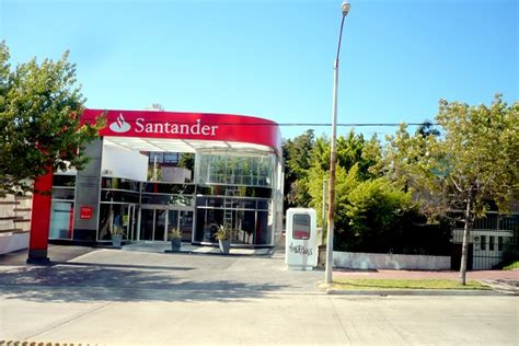 Banco Santander puja por dos naves logísticas en Vigo