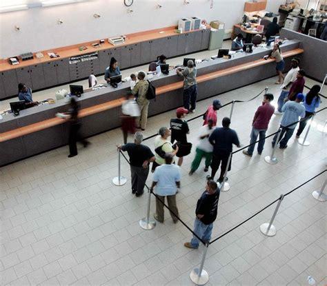 Bancos anuncian cambios en horarios por emergencia con ...