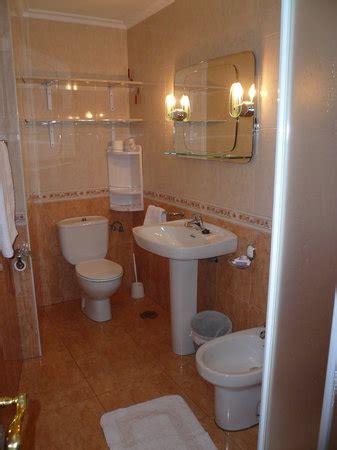 baño completo con ducha: fotografía de La Pandiña, Moaña ...