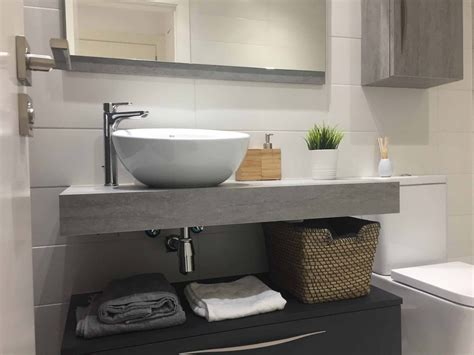 Baño con encimera ingletada pizarra gris   Arnit