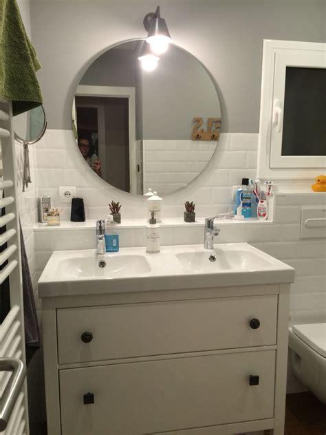 Baño con espejo redondo   Baños con ducha en 2019
