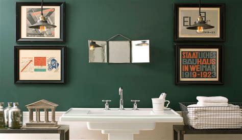 Baños en color verde esmeralda