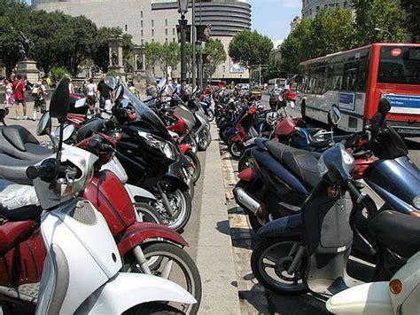 Barcelona creará plazas de motos en el entorno de la ...