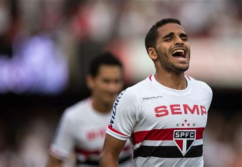 Barcelona estaría negociando por Douglas Pereira   Goal.com