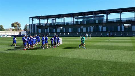 Bartra y Carvalho vuelven a iniciar la sesión; Tello y ...