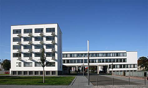 Bauhaus Building by Walter Gropius  1925–26  : Bauhaus ...