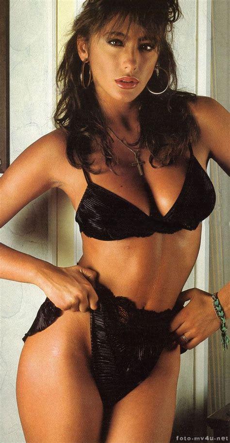 BEAUTIFUL WOMAN ★ ♪♫♪♪ SABRINA SALERNO THAT WEAR A CROSS ...