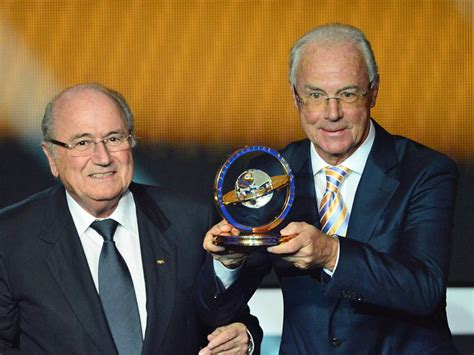 Beckenbauer erhält Präsidenten Preis der FIFA :: DFB ...