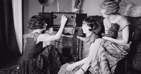 Before Television: 37 Interesting Photos of People With ...