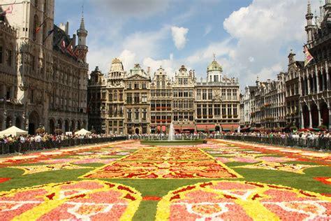 Belgique   Bruxelles   2010 Tapis de Fleurs Grand Place ...