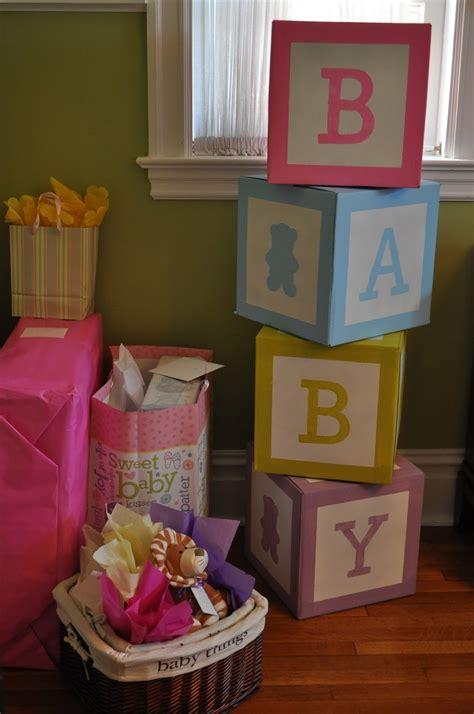 Bellas decoraciones de fiesta con cajas de cartón