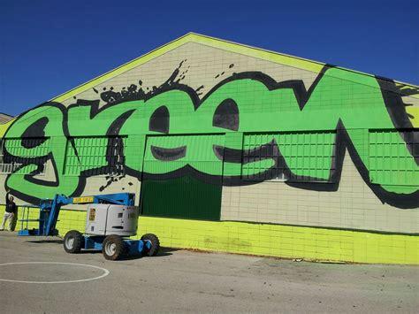 Berok Graffiti mural profesional en Barcelona: Green ...