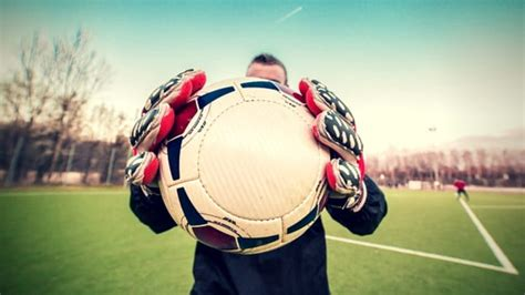 Best Goalkeeper Gloves Reviews of 2020    Recommended 10