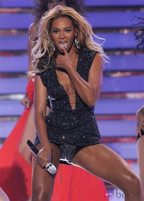 Beyoncé durante su actuación en la final de  American Idol ...