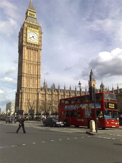 Big Ben and London bus | The palace of Westminster in ...