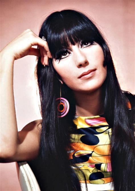 Biografia de Cher é prato cheio para fãs