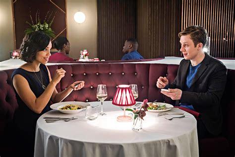 Black Mirror: 'Hang the DJ', um belo romance com peculiar ...