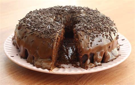 Bolo de Chocolate   Molhadinho e super fácil!   CyberCook