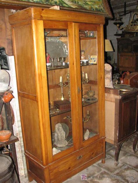Bonita vitrina de madera de pino.   Vendido en Venta ...