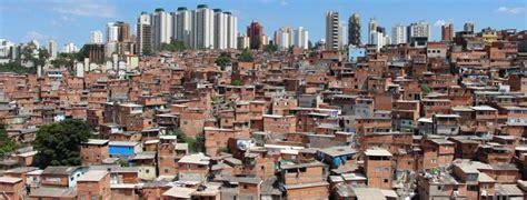 Brasil: La mayor favela de Sao Paulo crea banco y moneda ...