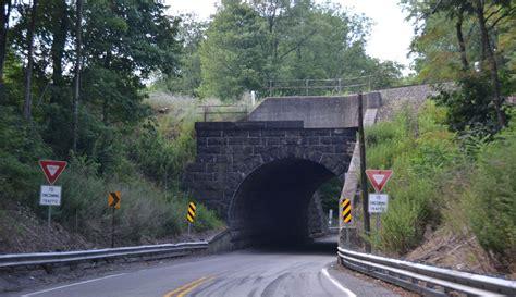 Bridgehunter.com | NS   Portage Street Overpass  E