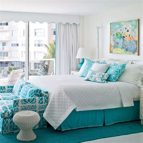 Bright and Bold Guest Bedroom   40 Guest Bedroom Ideas ...