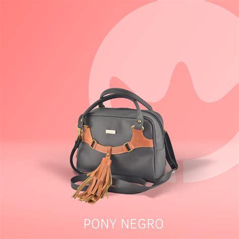 Cada bolso está hecho a mano, con materiales nacionales y ...