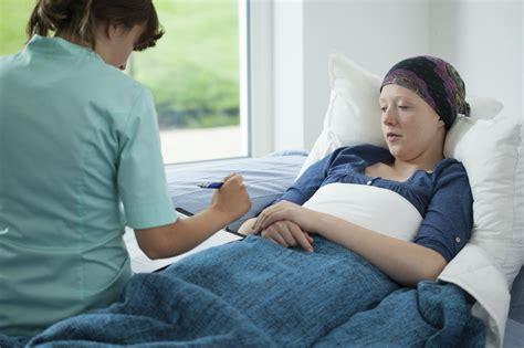 Cada vez sobreviven más personas al cáncer en todo el ...