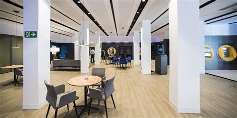CaixaBank abre en Vic una oficina del nuevo modelo Store