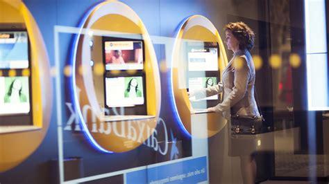 CaixaBank abrirá 290 de sus oficinas por las tardes