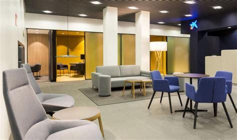 Caixabank estrena la primera oficina 'Store' en Andalucía ...