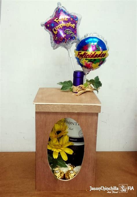 CAJ1011   Caja con botella de vino decorada con flores ...