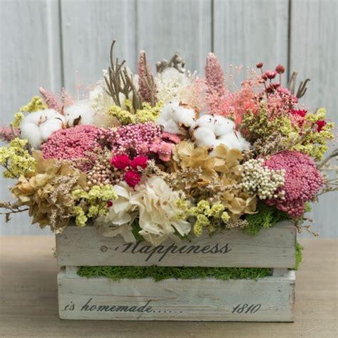 Caja de madera decorada con flores preservadas ...