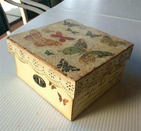 Caja de madera decorada con servilletas, stencil y textura ...