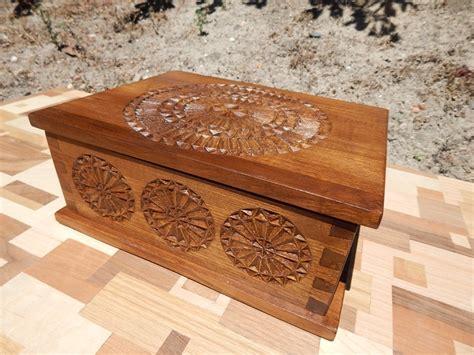 Caja de madera tallada: Un regalo con mucho encanto