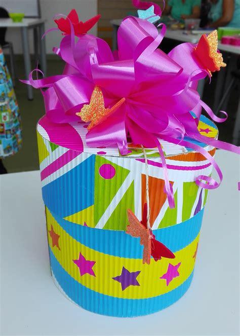 caja de regalo en carton corrugado   Cajas decoradas ...
