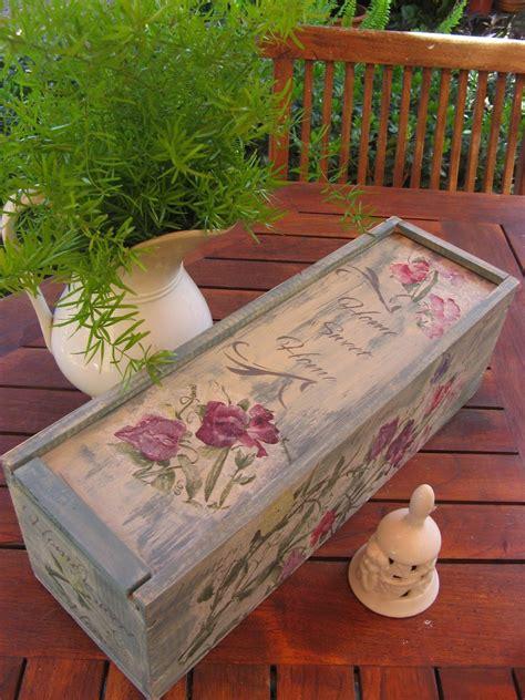 Caja de vino reciclada...decorada con decoupage y stencils ...