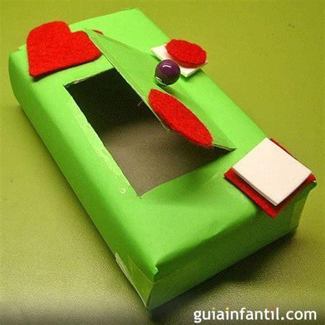 Caja decorada con cartulina y fieltro, manualidad de reciclaje