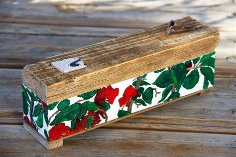 Caja incesario con herraje oxidado en tapa de madera ...