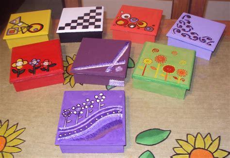 Cajas de regalo pintadas de carton   Imagui