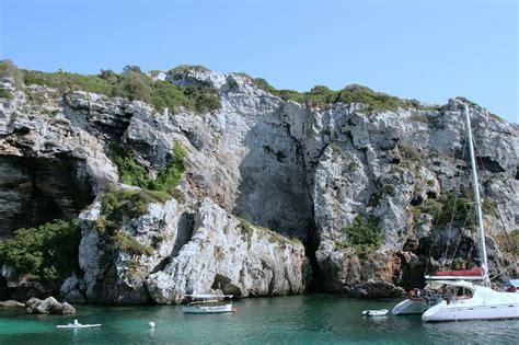 Cales Coves , une crique au décor exceptionnel au sud de ...