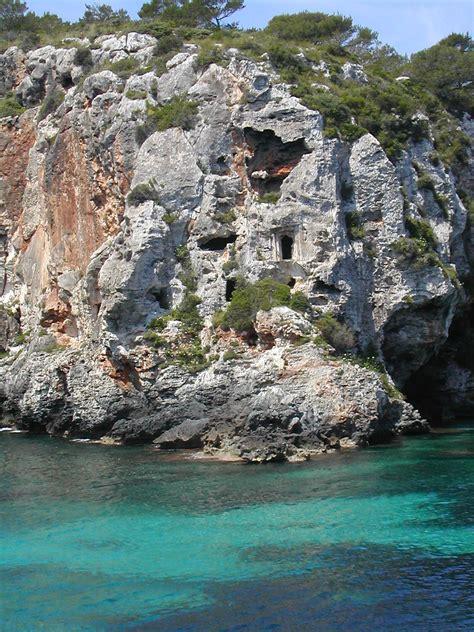 Cales Coves   Wikipedia, la enciclopedia libre