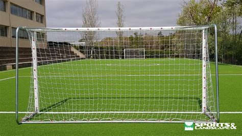 Campo de fútbol de la escuela Avenç, Sant Cugat del Vallès ...
