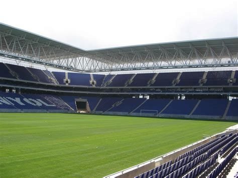 Campo de fútbol del Espanyol, con canales ULMA — Canales ...