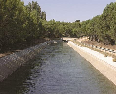 Canales de agua. Revestimiento con geomembrana HDPE   Tingeo