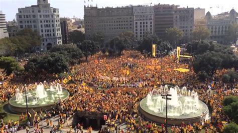 Cant dels Segadors a Plaça Catalunya  19/10/2014    YouTube