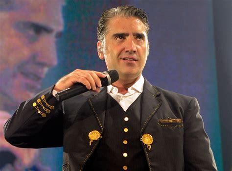 Cantantes famosos que cumplen años en abril   Univision
