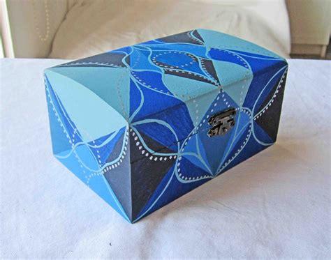 Carlos Rubio : Caja de madera pintada a mano
