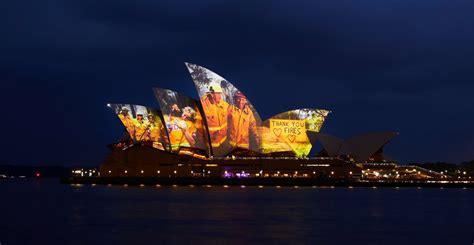 Casa de la Ópera de Sidney se ilumina por los bomberos en ...